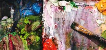 Plan rapproché de la peinture et de la brosse acryliques photo libre de droits