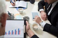 Plan rapproché de la réunion d'affaires Images stock