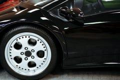 Plan rapproché de luxe de roue de voiture photos stock
