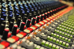 Plan rapproché de mélange de console chez Abbey Road Studios, Londres Photo stock
