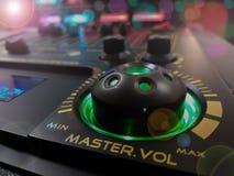 Plan rapproché de mélange de console de disc-jockey photographie stock libre de droits