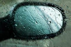 Plan rapproché de miroir humide de côté-vue Photos stock