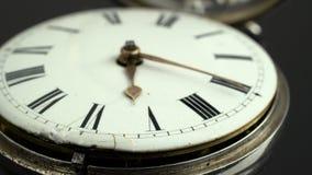 Plan rapproché de montre de poche de cadran Fond noir Son clips vidéos