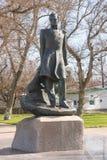 Plan rapproché de monument de Mikhail Lermontov au centre de la ville de Taman Images stock
