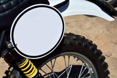 Plan rapproché de motocyclette avec l'espace vide blanc rond Photographie stock