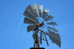 Plan rapproché de moulin à vent, avion à réaction Photos stock