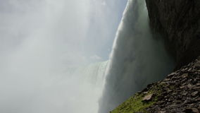 Plan rapproché de Niagara Falls banque de vidéos