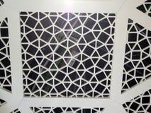Plan rapproché de nouveau plafond dans la boutique hors taxe d'aéroport de Malaga Photo stock