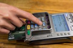 Plan rapproché de paiement par carte de crédit d'American Express, RP d'achat et de vente Photographie stock