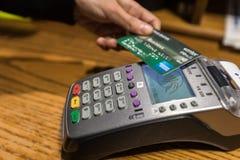 Plan rapproché de paiement par carte de crédit d'American Express, RP d'achat et de vente Image libre de droits