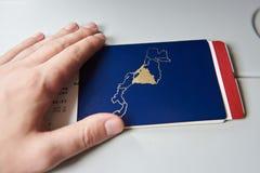 Plan rapproché de passeport avec le billet d'avion Images stock