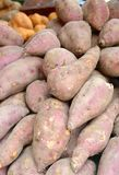 Plan rapproché de patate douce à vendre Images stock