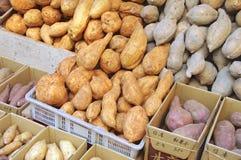 Plan rapproché de patate douce à vendre Photographie stock libre de droits