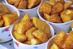 Plan rapproché de patate douce à vendre Photos libres de droits