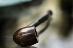 Plan rapproché de pipe de fumage Images stock