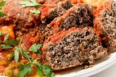 Plan rapproché de plat de portion de pain de viande Photos stock