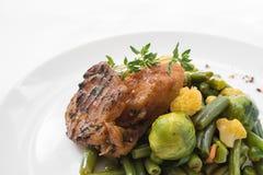 Plan rapproché de plat sain de nutrition La livraison quotidienne fraîche de repas légume dans des boîtes de métier photos stock