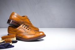 Plan rapproché de plein cuir de veau de Broggued bronzé par mâle de luxe Oxford Photo stock