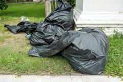 Plan rapproché de pleins sacs de déchets Photographie stock libre de droits