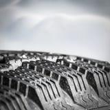 Plan rapproché de pneu d'hiver de bande de roulement image libre de droits