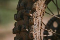 Plan rapproché de pneu de motocross Images libres de droits