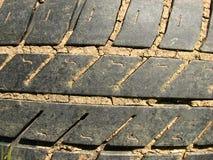 Plan rapproché de pneu usé et boueux Photographie stock libre de droits