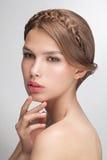 Plan rapproché de portrait de mode de beauté de jeune femme modèle sensuelle attirante Photographie stock libre de droits