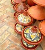 Plan rapproché de pot à cuire traditionnel, de terre cuite et d'en céramique de tajine marocain photographie stock libre de droits