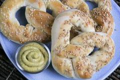 Plan rapproché de pretzels mous Image libre de droits