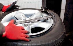 Plan rapproché de rotation de pneu Image stock