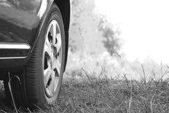 Plan rapproché de roue de voiture Pékin, photo noire et blanche de la Chine Photos libres de droits