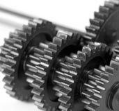Plan rapproché de roue dentée travail d'équipe d'isolement par illustration noire du concept 3d Images stock
