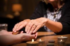 Plan rapproché de seance spiritualiste image libre de droits