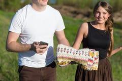 Plan rapproché de smartphone de couples Image libre de droits
