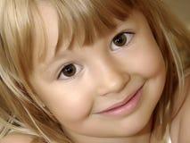 Plan rapproché de sourire de fille Photos libres de droits