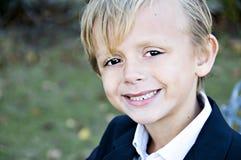 Plan rapproché de sourire de garçon image libre de droits