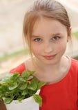 Plan rapproché de sourire de petite fille image stock