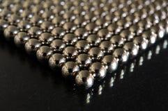 Plan rapproché de sphères en métal Images libres de droits