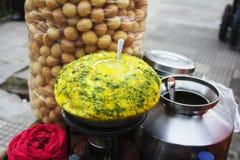 Plan rapproché de stalle de puri de pani, casse-croûte indien typique, Pune, maharashtra photos stock