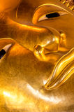 Plan rapproché de statue étendue de Bouddha dans le temple Bangkok, Thaïlande de Wat Pho Photos libres de droits