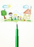 Plan rapproché de stylo de feutre avec un dessin d'une famille Image stock