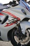 Plan rapproché de Suzuki GSX1300R Hayabusa de moto Vue de côté droit image libre de droits