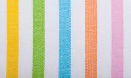 Plan rapproché de textile rayé coloré comme fond ou texture images stock