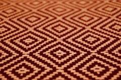 Plan rapproché de tissu ethnique de couleur brune orange et foncé de modèle images libres de droits