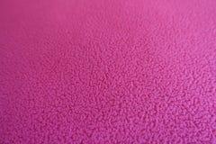 Plan rapproché de tissu rouge de laine polaire de rose Photos stock