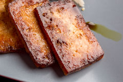 Plan rapproché de tofu mariné soutenu Photo stock