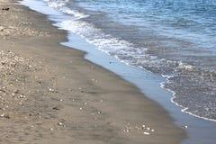 Plan rapproché de vague de mer, beau paysage marin avec de l'eau clair froid frais Images libres de droits