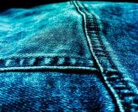 Plan rapproché de veste de blues-jean photographie stock