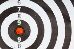 Plan rapproché de vieille cible noire et blanche sale comme fond de sport photo libre de droits