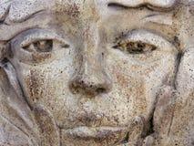 Plan rapproché de vieille statue superficielle par les agents photo stock